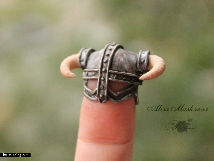 Миниатюрный шлем Довакина, на пальце