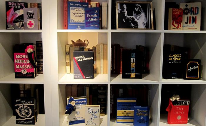 Бутик Olympia Le-Tan больше напоминает книжный магазин