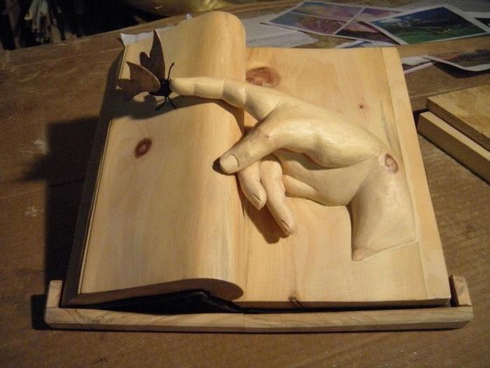Книжные руки от Нино Орланди