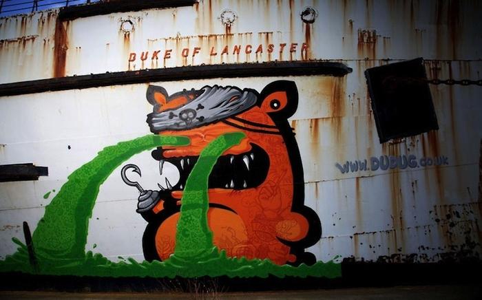 Граффити на старом корабле