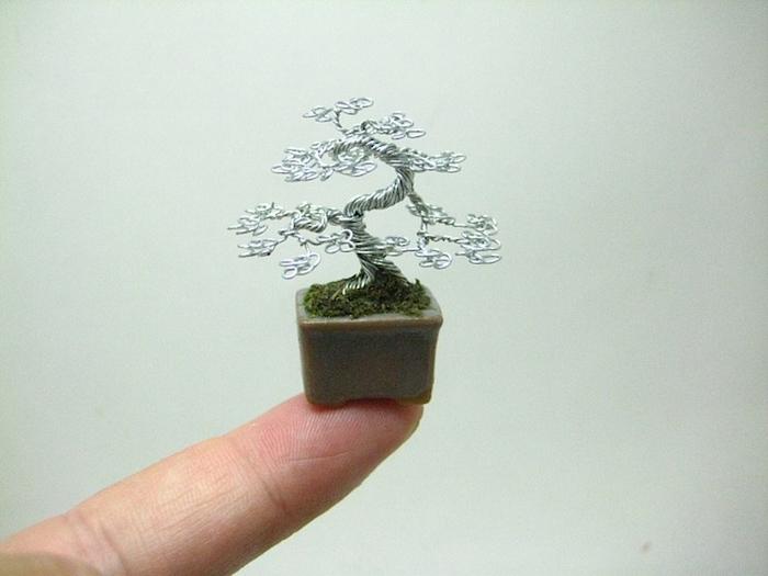 Миниатюрное проволочное дерево