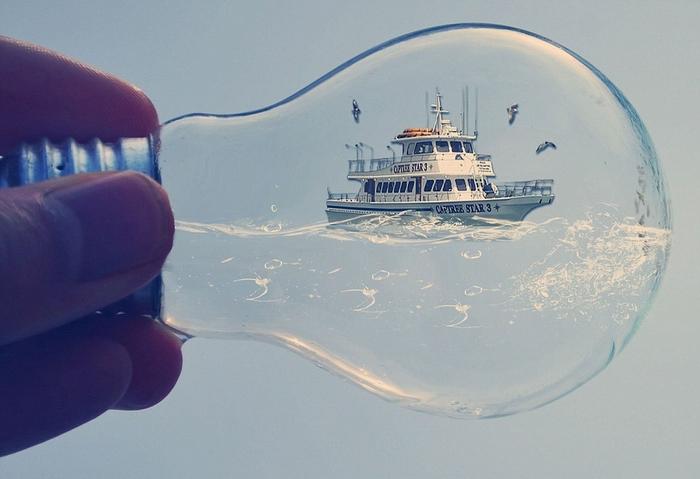 Корабль в лампочке от Adrian Limani