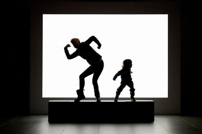 Посетители музея MoMA на фотографиях Joseph Holmes