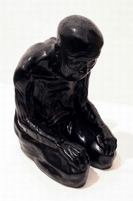 Скульптура Огаки при включенном свете