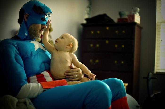 Капитан Америка с младенцем