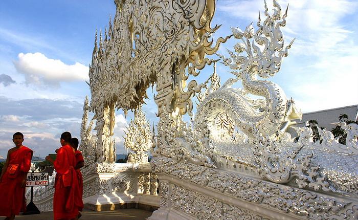 Ват Ронг Кхун (Wat Rong Khun) - новый центр медитации и духовных практик