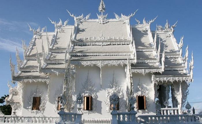 Буддистский храм Ват Ронг Кхун (Wat Rong Khun) на севере Таиланда