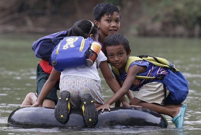 Путь в школу жителей Филиппинских островов