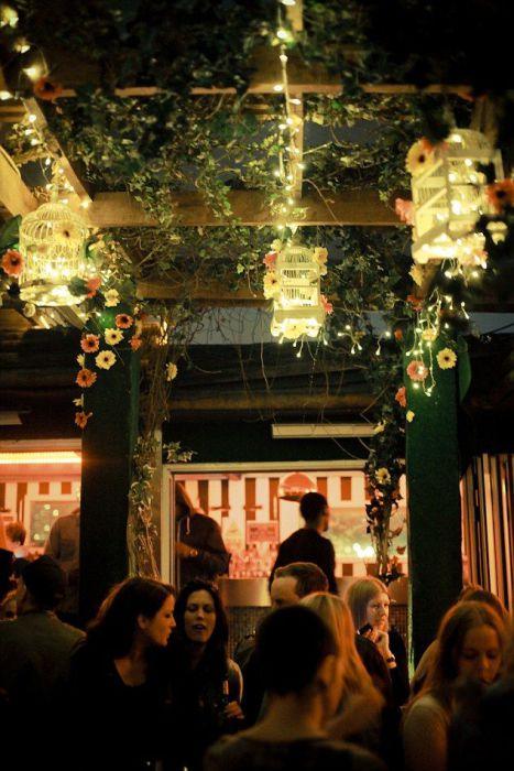 В баре «Proud Camden» можно отлично отдохнуть в компании друзей.