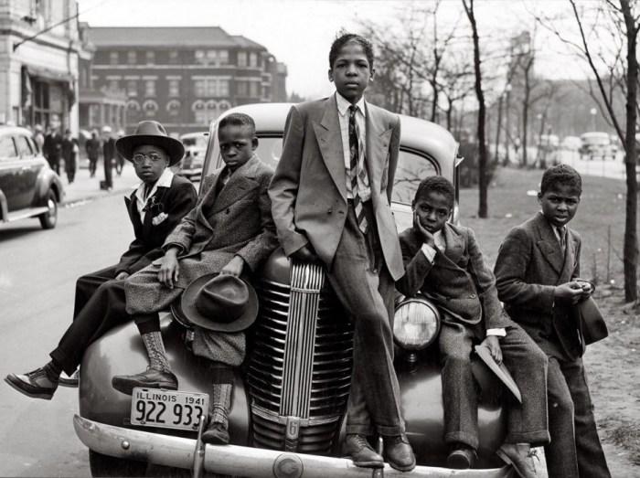 Чикагские мальчики, одетые в опрятные костюмы.
