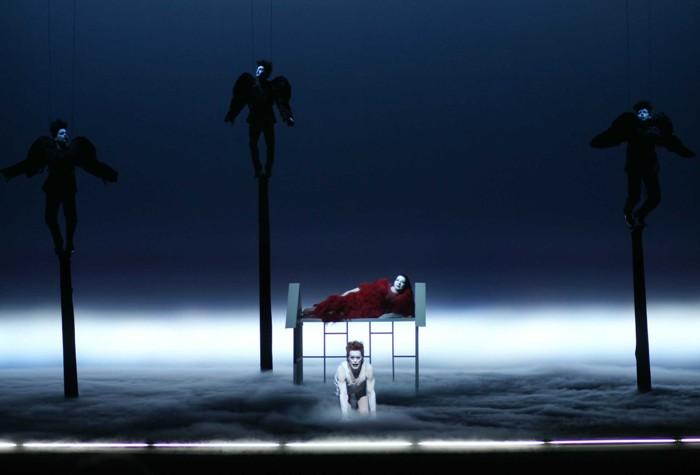 Жизнь и смерть Марины Абрамович - новый перформанс в старом театре