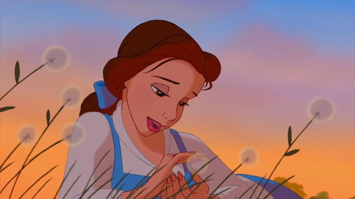 Красавица Бель с чудесной прической.