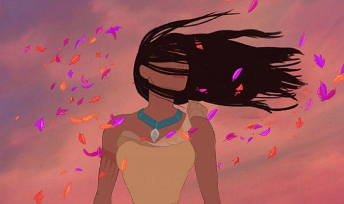 Волосы Покахонтас реалистично развеваются на ветру.