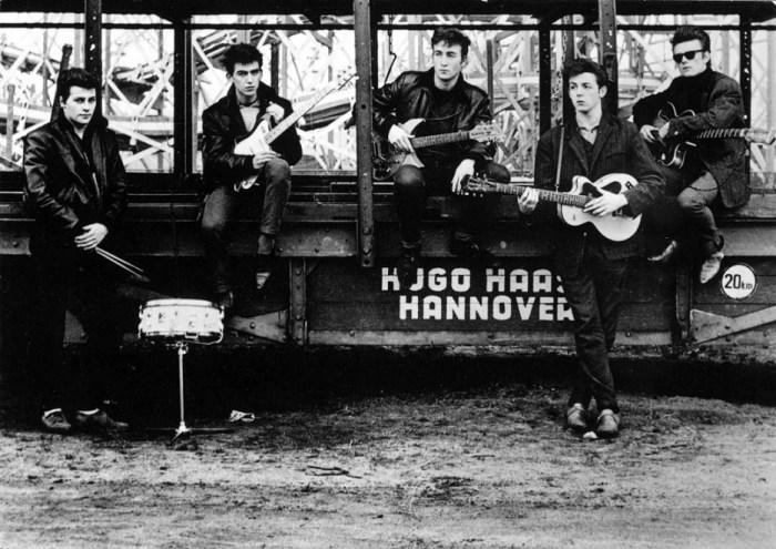 Группа «Битлз» не всегда выступала в ухоженных костюмах.