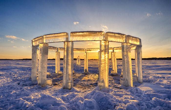 Пятеро друзей соорудили собственный ледяной Стоунхендж