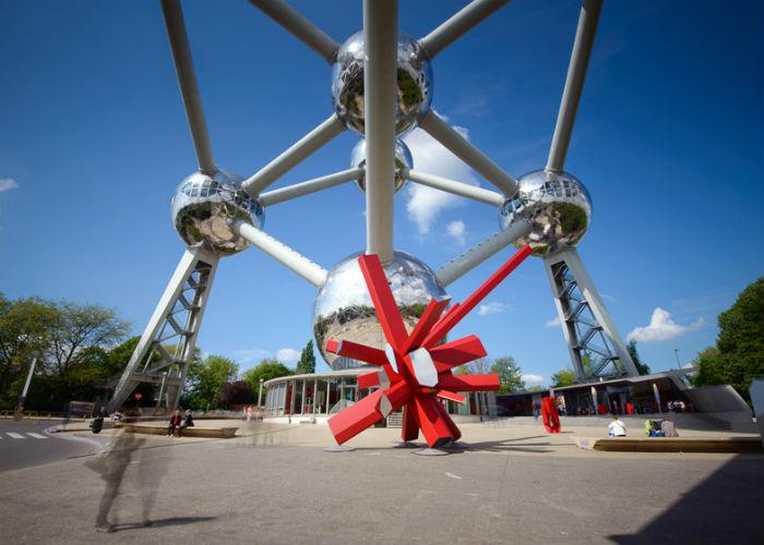 В рамках выставки ARTVIEW, проходящей в эти дни в Брюсселе, парижский дизайнер Арик Леви (Arik Levy) представил новую интерпретацию своей культовой скульптуры RockGrowth.