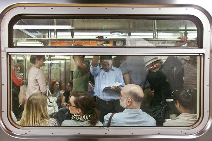 «The Underground New York Public Library» - фотопроект американского фотографа