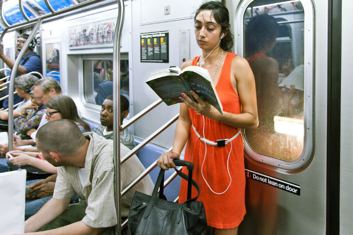 «The Underground New York Public Library». Серия фотографий Урит Бен-Хаим
