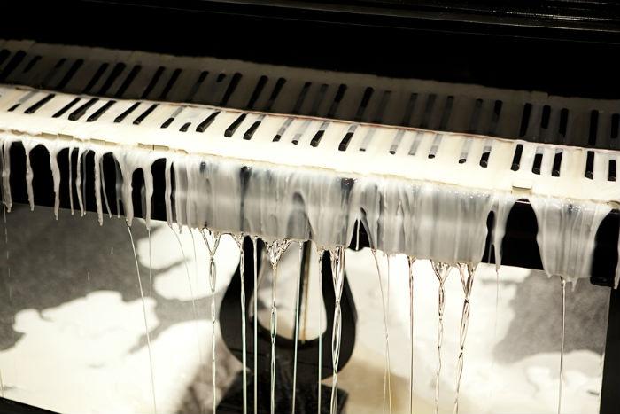 Фортепьяно, залитое воском. Инсталляция Татианы Бласс