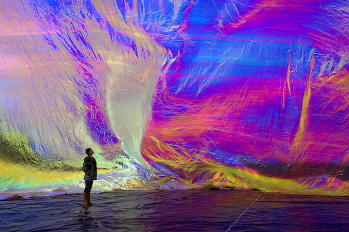 Аргентинский художник и архитектор Томас Сарацено широко известен благодаря своим неординарным инсталляциям и скульптурам с интерактивными элементами
