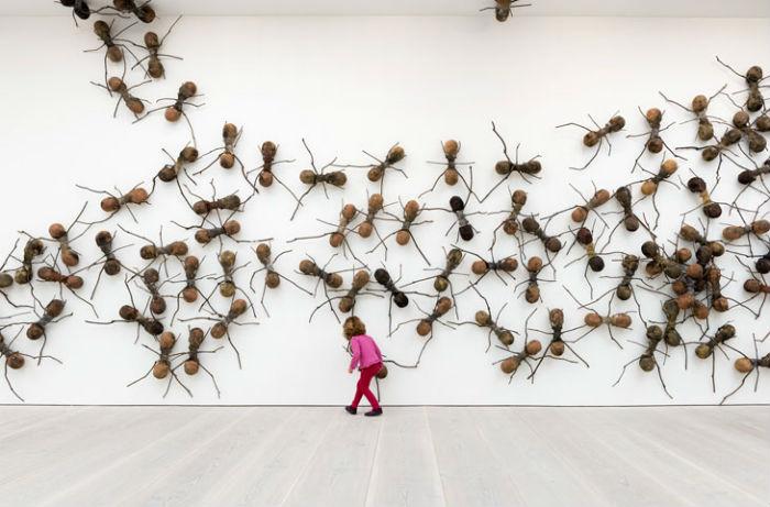 Инсталляция Casa Tomada («Захваченный дом») в лондонской Saatchi Gallery