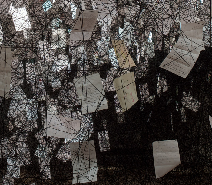 Для реализации задумки потребовалось полторы тысячи мотков шерстяной пряжи и более двух тысяч благодарственных писем.