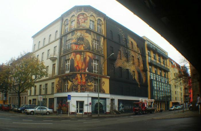 Картина появилась на стене Urban Nation в рамках художественной акции PM6