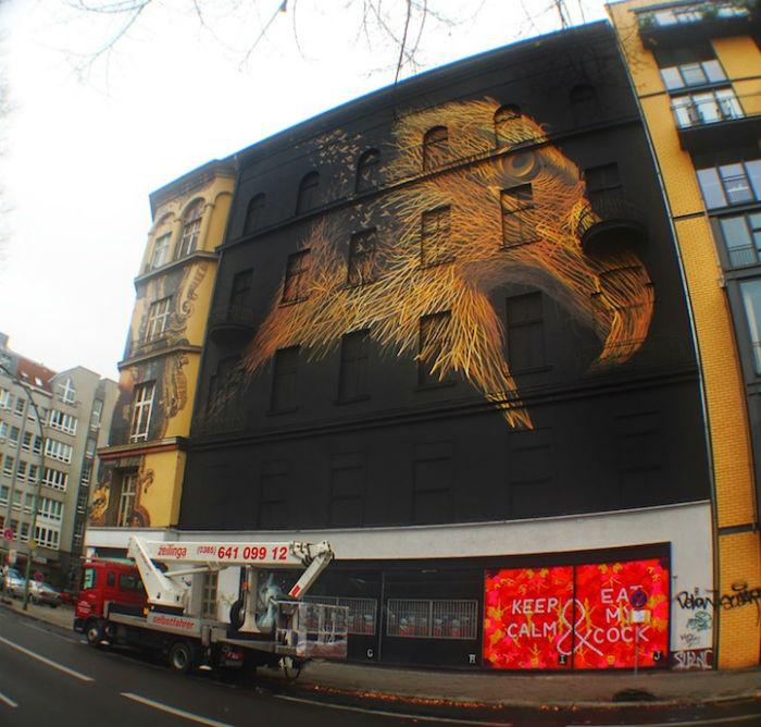 Сюжетом для своей новой настенной картины DALeast выбрал величественный профиль орла