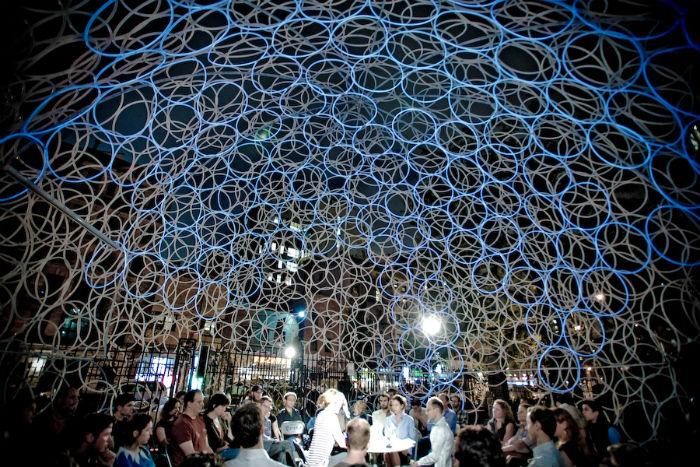 Корейский архитектор Минсук Чо (Minsuk Cho)– автор удивительного сооружения Ring Dome, купола из полутора тысяч хулахупов