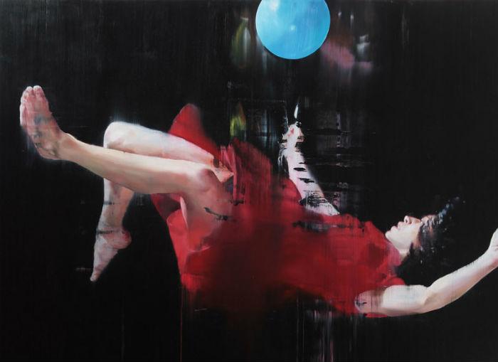 «Suspended»: выставка экпрессивных картин британской художницы в Лондоне