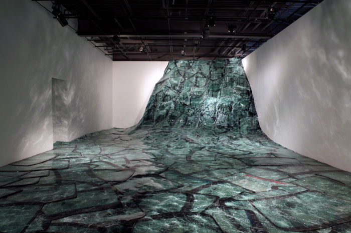 Композиция «Flow» была выставлена в квебекском центре современного искусства L'Oeil De Poisson