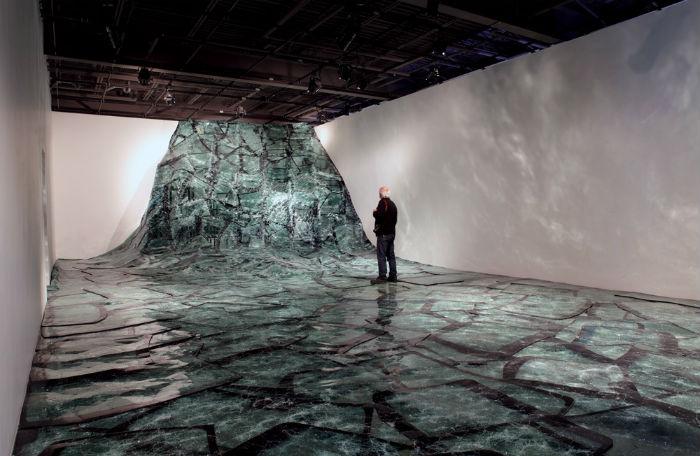 Батист Дебомбур (Baptiste Debombourg) создал новую инсталляцию из стекла, которую назвал  «Flow»