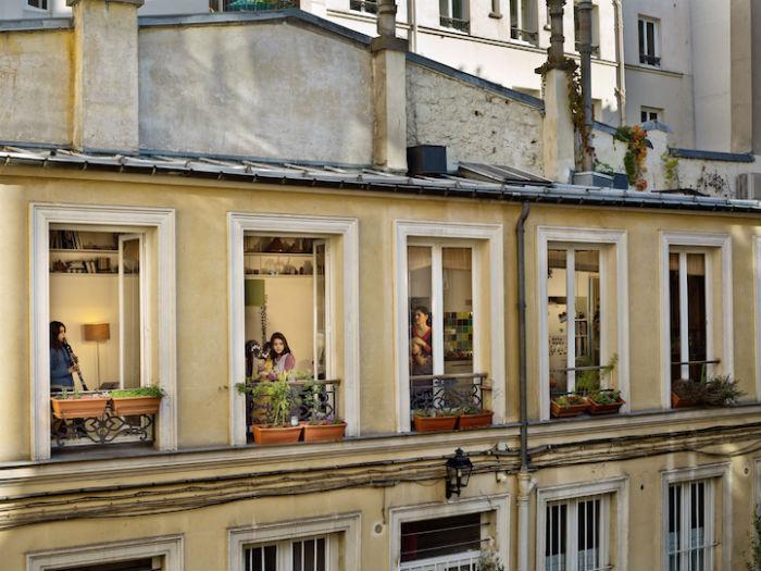 Подглядывать хорошо: интригующий фотопроект о жизни парижан