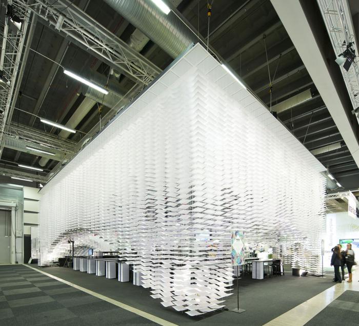Шведский архитектор Герт Вингорд  совместно с финской художницей Кустой Сакси представили своё новое творение: потрясающую подвесную инсталляцию Hello!