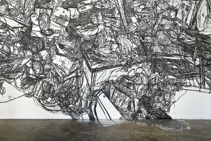 Инсталляции корейского автора из полос клейкой ленты