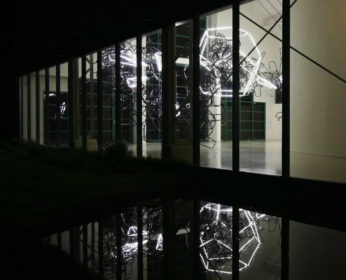 Американский художник создает интересные инсталляции из различных элементов
