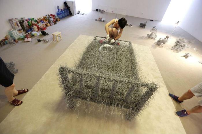 Тридцать шесть дней, а именно так называется перформанс китаянки, девушка проведёт в замкнутом пространстве небольшой галереи