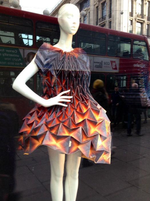 Специально для флагманских магазинов молодежной марки Bershka дизайнер Юле Вайбель создала серию оригинальных платьев-оригами
