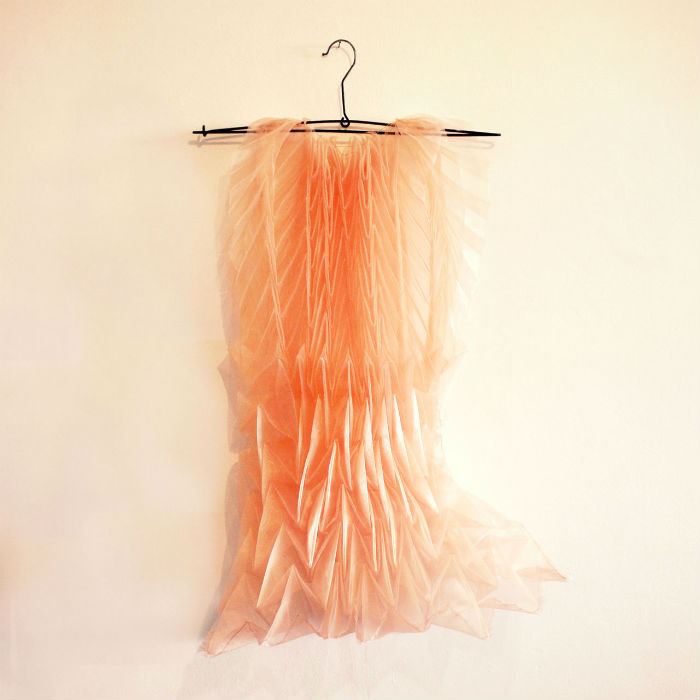 Удивительные трёхмерные платья  выполнены во всевозможных цветовых решениях