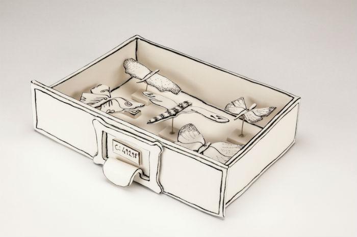 Как правило, Морлинг изображает предметы повседневного обихода – столы, стулья, лестницы и шкафчики