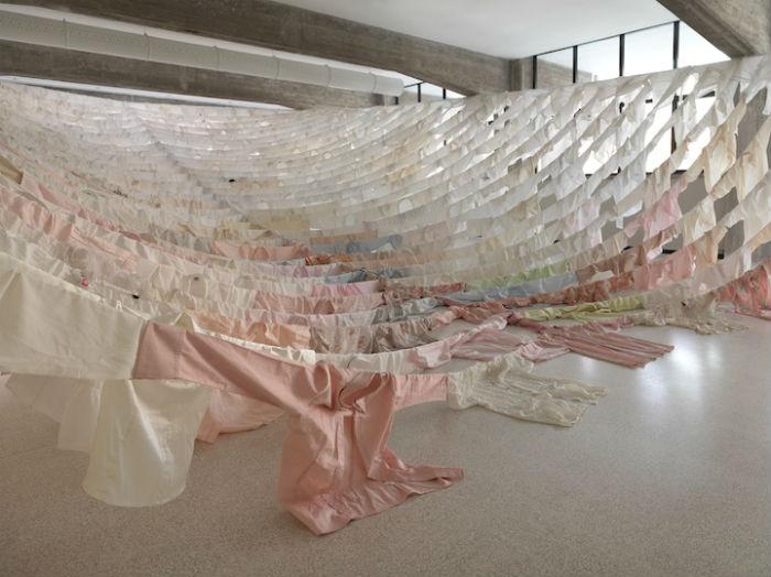 В рамках культурного обмена между Италией и Финляндией художница подготовила инсталляцию «Are We Still Going On?» («Жизнь продолжается?»)