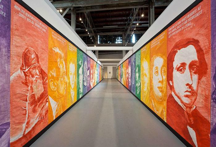 Этим летом в лос-анджелесском музее современного искусства MOCA прошла масштабная ретроспектива работ Майка Келли (1954-2012), одного из самых влиятельных современных художников