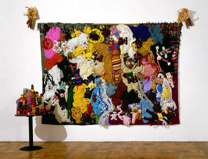 Панно из мягких игрушек и ткани в музее MOCA, Лос-Анджелес