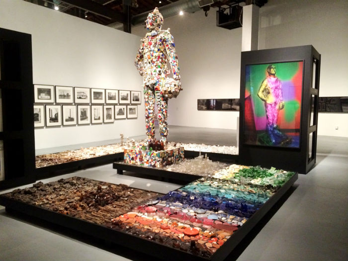 Выставка одного из самых ярких художников современности заняла два зала музея из трёх
