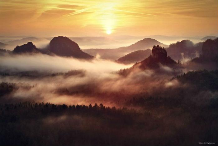 Внимание Шонбергера привлекли туманные предутренние пейзажи Германии, Чехии, Австрии и Франции