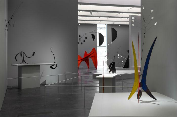 В Музее искусств Лос-Анджелеса недавно завершилась ретроспективная выставка одного из самых значительных американских скульпторов Александра Колдера