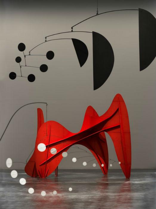 Выставка с громким названием Calder and Abstraction: From Avant-Garde to Iconic («Колдер и абстракция: от авангарда к культу»), начавшаяся 24 ноября 2013 года, завершилась только в конце июля