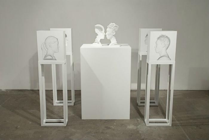 Оригинальная скульптурная композиция носит название «Relation in Time» («Отношения во времени»)