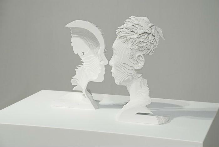 Молодой китайский художник и скульптор Тин Лун Ли интересуется исследованиями взаимоотношений полов, а также взаимодействием аудитории с произведением