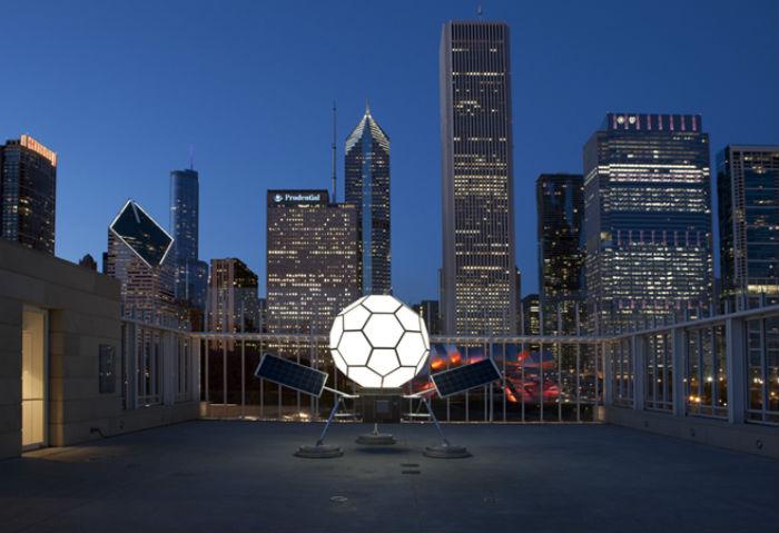 Впервые этот «букибол», был продемонстрирован Спенсером на крыше Чикагского художественного института